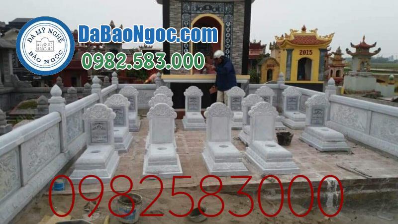 khu lăng mộ đá với mộ làm bằng đá trắng