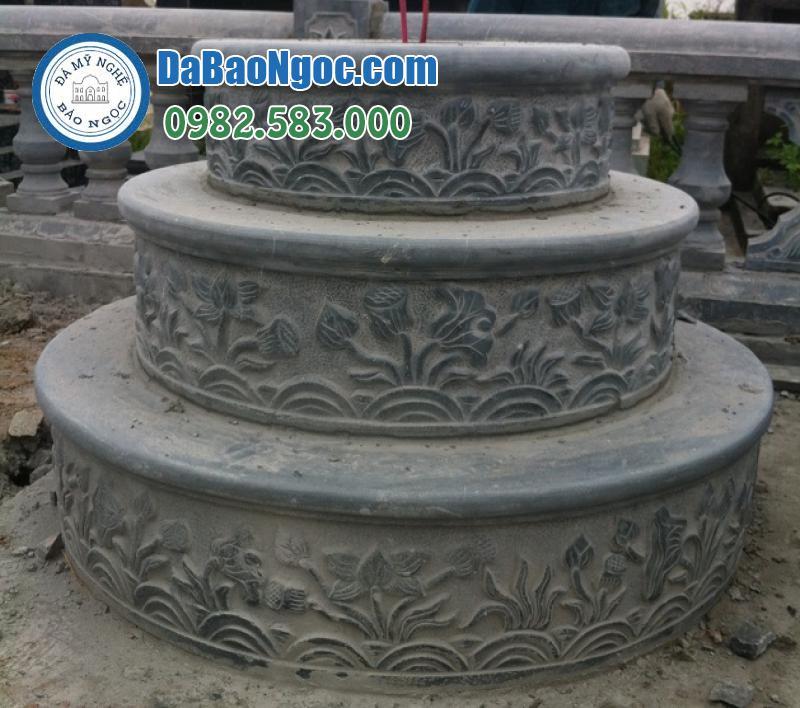 Mộ đá tròn khắc hình bông sen