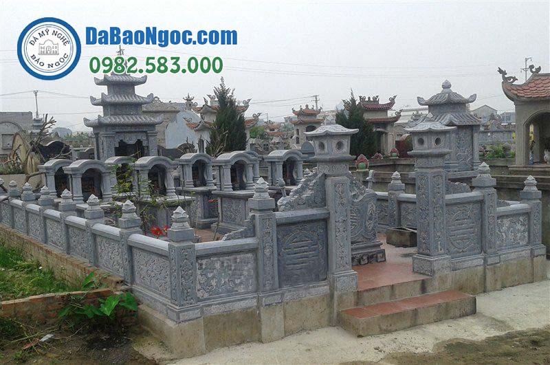 Khu lăng mộ đá với mộ mái vòm