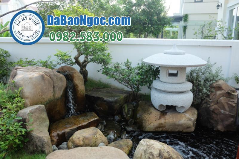 Mẫu đèn đá sân vườn tại hồ nước