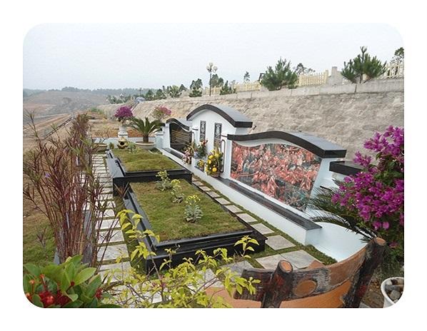 Ở công viên nghĩa trang Lạc Hồng Viên, các mộ phần đều được thiết kế hiện đại, đơn giản nhưng vẫn mang nét phong cách của người Á Đông
