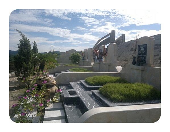 Việc cầu kỳ chọn đá  xây mộ của đại gia này được lý giải là muốn có một ngôi mộ vĩnh cửu theo thời gian