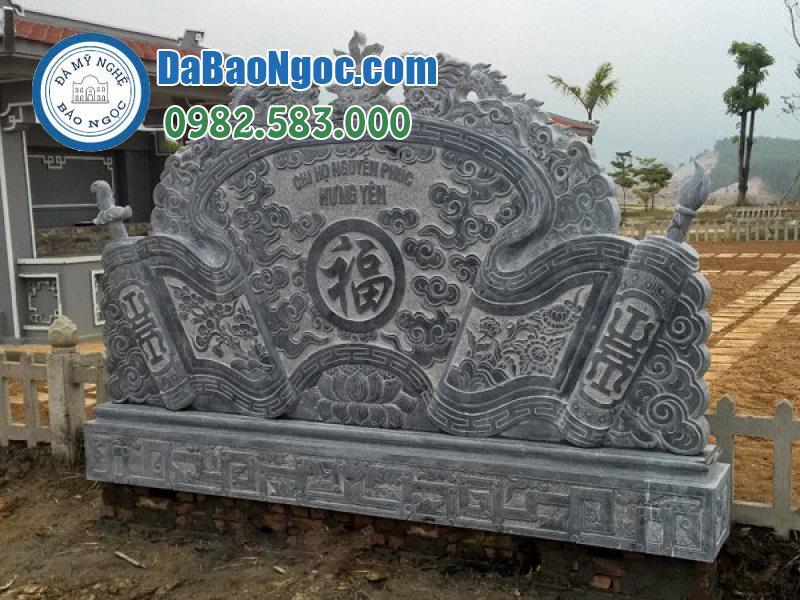 Cuốn thư hình rồng, mây và chữ Phúc tượng trưng cho Phúc khí của gia tộc