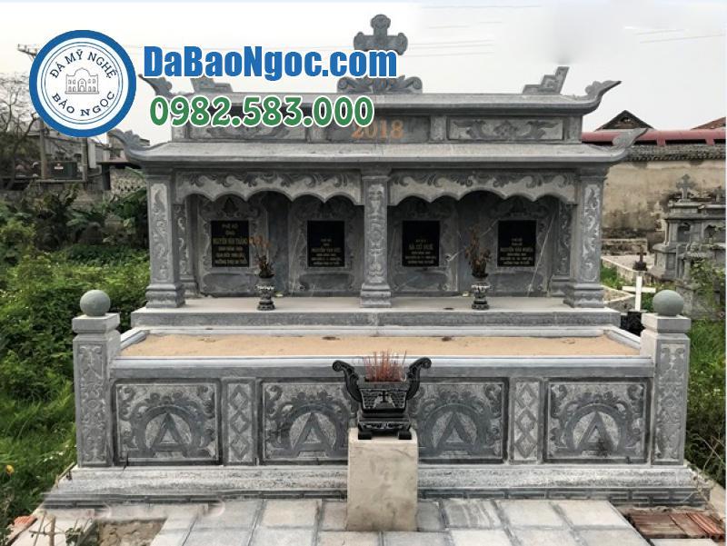 Khu mộ đá công giáo dành cho 4 người