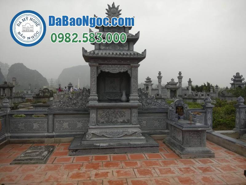 Lăng thờ đá trong khu lăng mộ